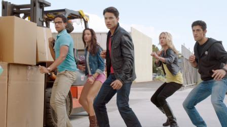 Power Rangers Super Megaforce | Netflix